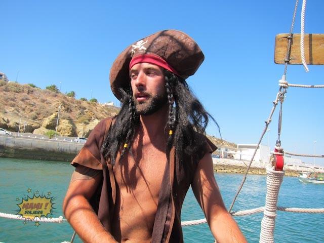 El marinero pirata capturado en esta imagen de la Mími Viajera