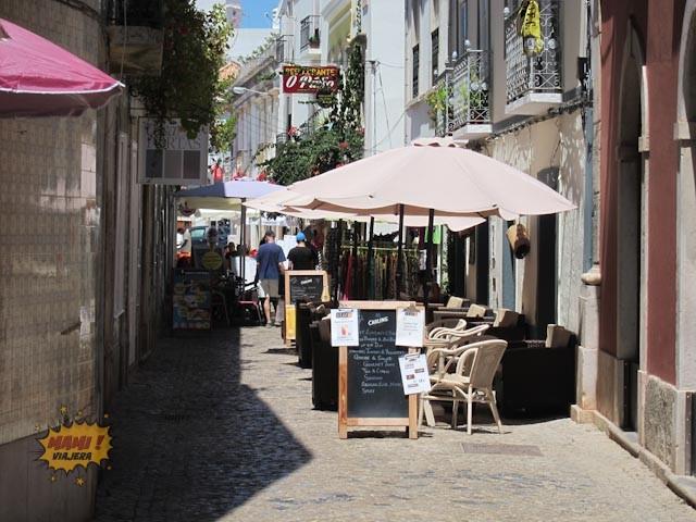 Calle de restaurantes en Tavira