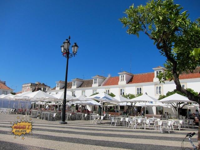 Terrazas junto a la Plaza Marqués de Pombal en Vila Real de Santo Antonio